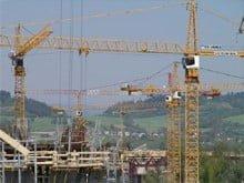 Van der Spek a livre des grues e tour Liebherr pour la construction d'un pont en Slovaquie