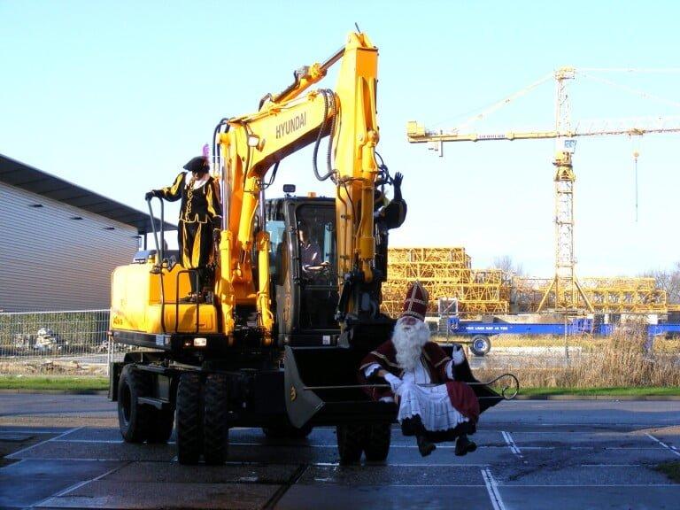 Sinterklaas vindt weer passend vervoer bij Van der Spek