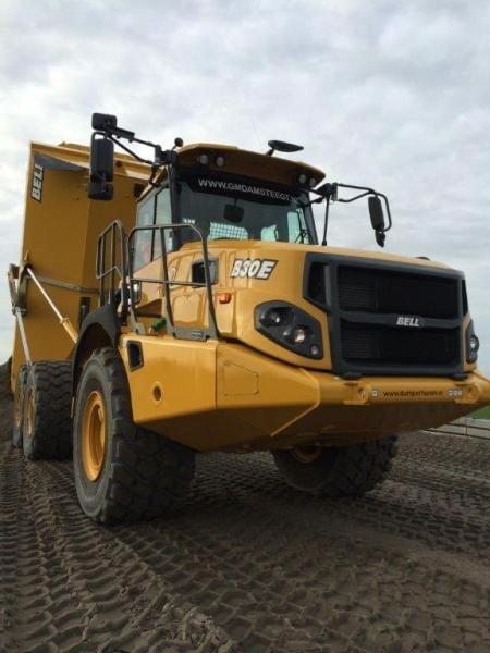 Met kwartet nieuwe Bell B30E dumpers breidt G.M. Damsteegt machinepark uit.