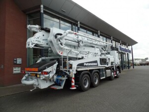 Van der Spek levert een nieuwe Putzmeister betonpomp aan Verhoeven Bedrijfsvloeren