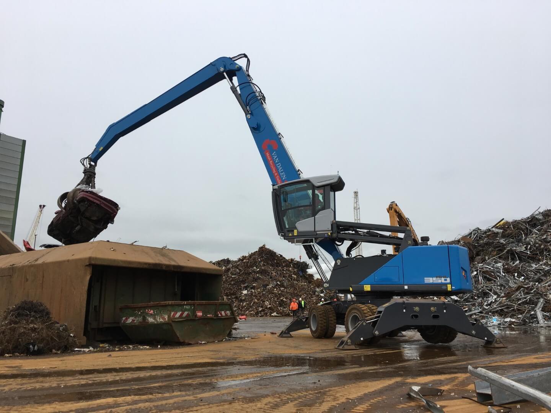 Eerste van twee nieuwe Fuchs overslagmachines geleverd bij Van Dalen Metals Recycling & Trading