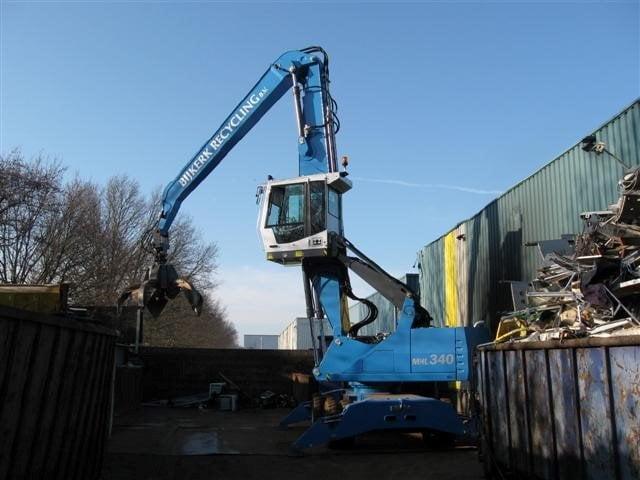 Nieuwe Fuchs MHL340D overslagmachine afgeleverd bij Bijkerk Auto- en Metaalrecycling B.V.
