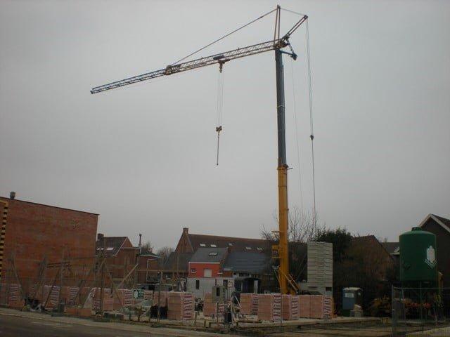 Delivery second-hand fast erecting crane Liebherr type 32 TT in Belgium