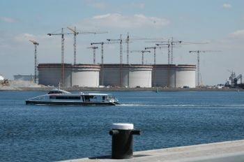 La construction de citernes LNG sur la plaine de la Meuse en cours