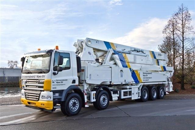 Nieuwe Putzmeister 52 meter betonpomp geleverd aan Betonpompbedrijf Nijwa B.V.
