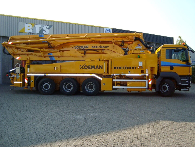 Koeman neemt grootste Putzmeister betonpomp van Noord-Holland in gebruik