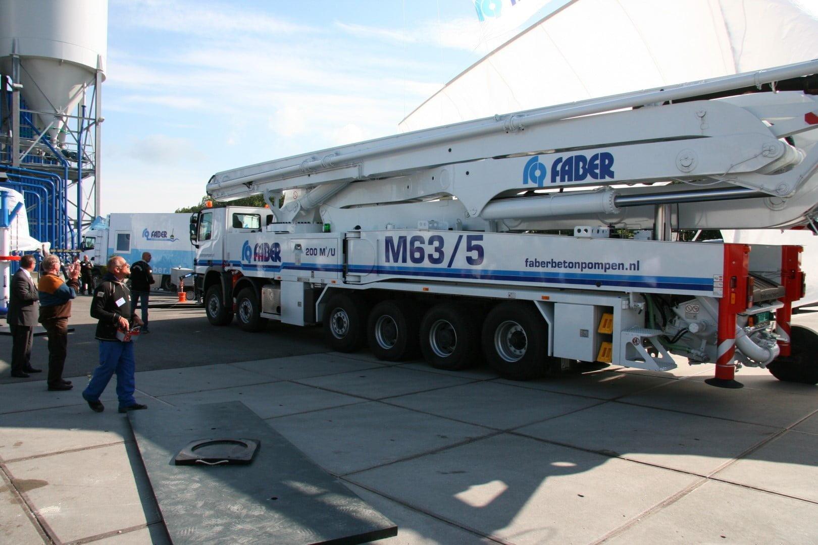 Grootste betonpomp van de Benelux afgeleverd aan Faber