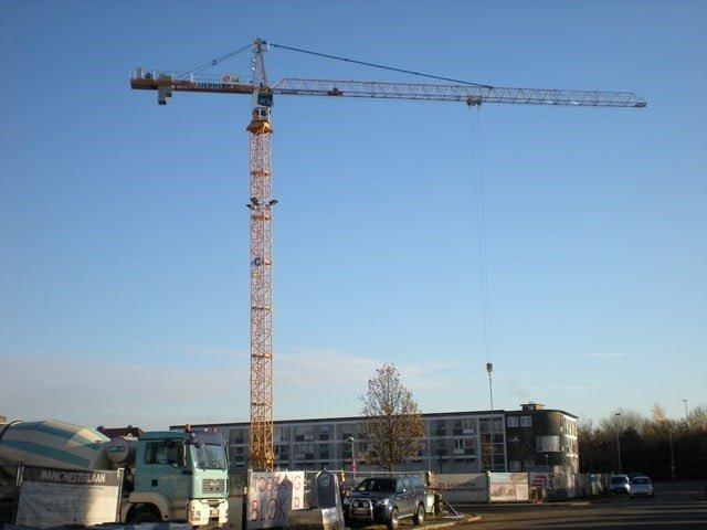 Neuer Turmdrekran Liebherr 132 EC-H 8 Litronic fuer die firma E.S.V. Sodemat (Eiffage)