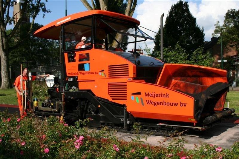Van der Spek levert de eerste Dynapac SD 115C aan Meijerink Wegenbouw